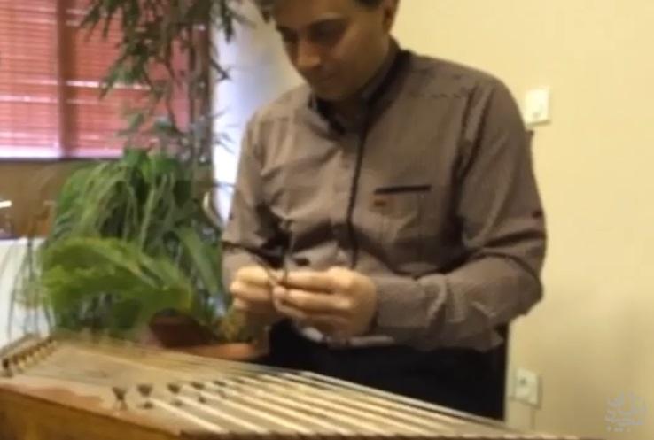 کلیپ سنتورنوازی زیبا و بداهه ی مجید اخشابی در جشن تولد 43 سالگی