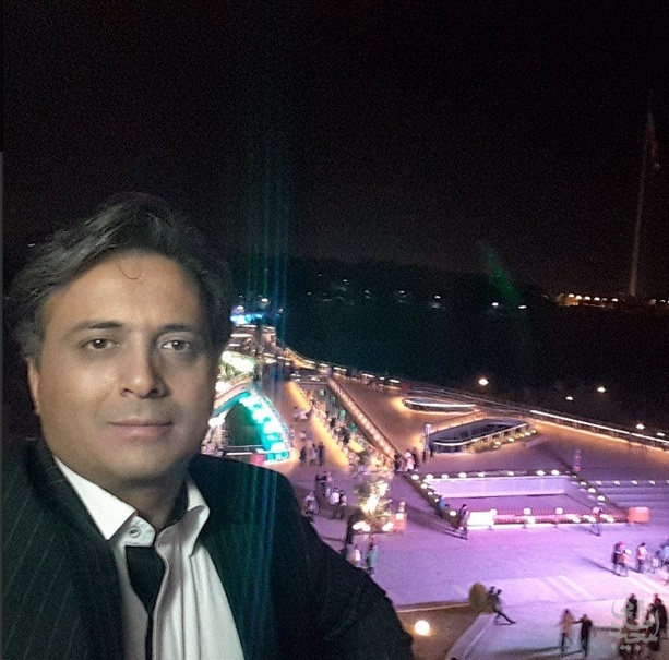 مجید اخشابی در پارک آب و آتش مشغول ضبط کلیپ