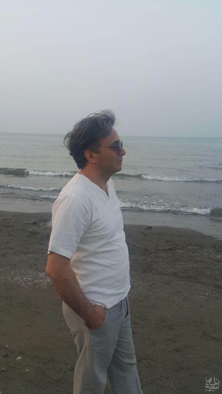 مجید اخشابی در ساحل دریا خرداد 94