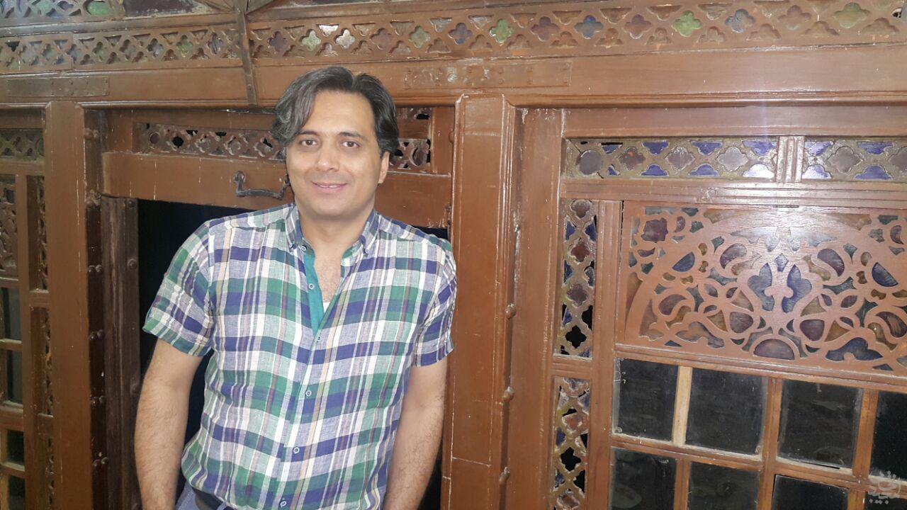 مجید اخشابی در باغ شاهزاده ماهان کرمان
