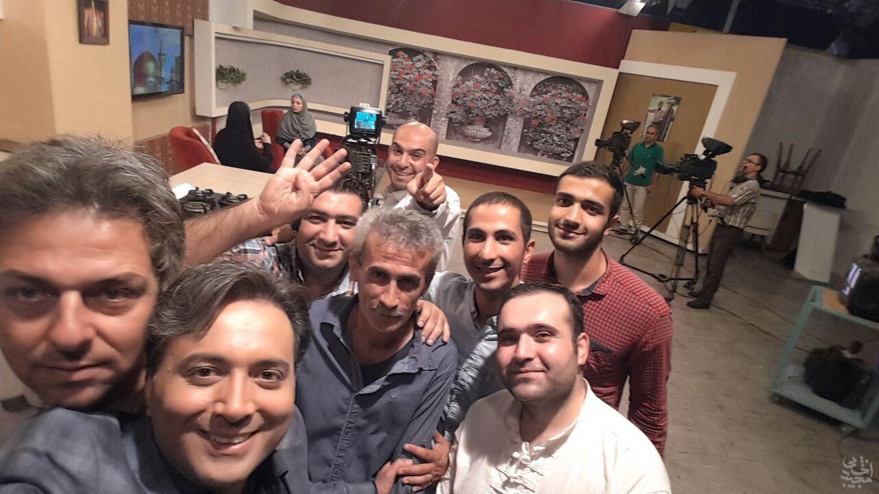 عکس هایی از مجید اخشابی در پشت صحنه سیمای خانواده