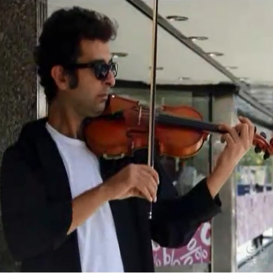 نوازندگی ویلن در خیابان