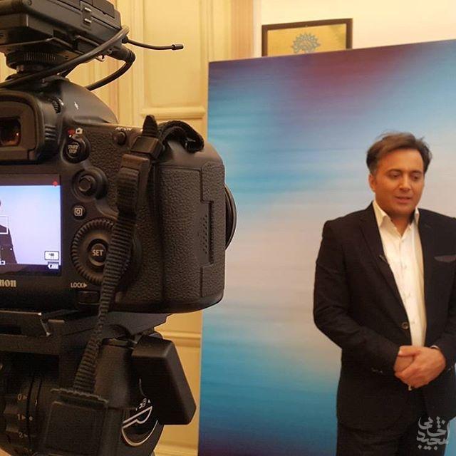 پشت صحنه برنامه زنده مهر وطن حضور مجید اخشابی