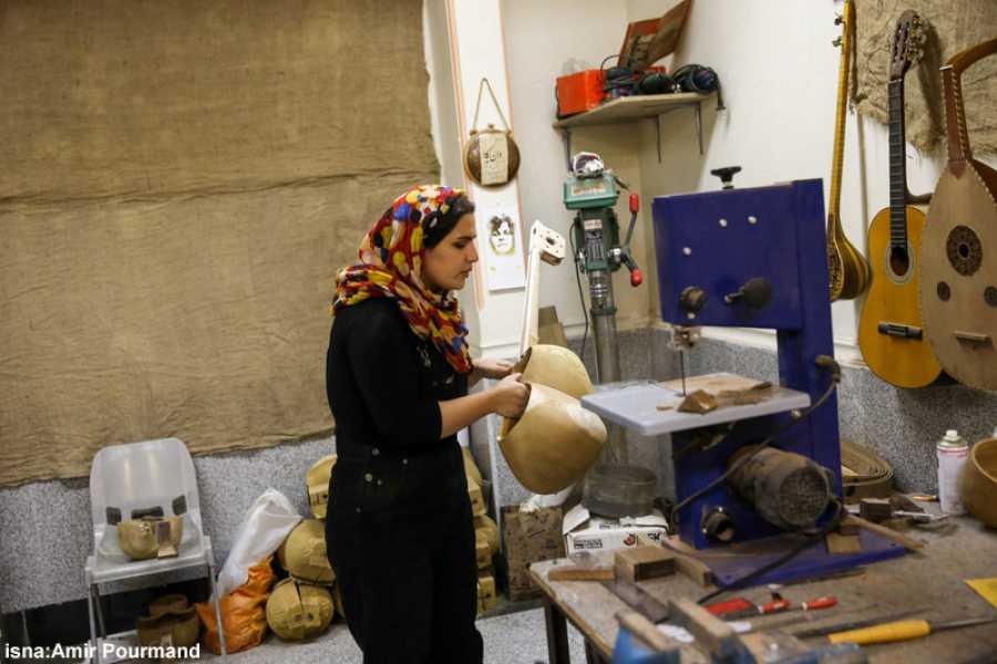 پای صحبت اولین دختر سازنده ساز ایرانی