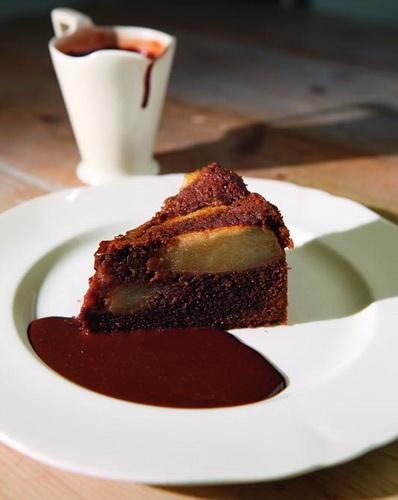 کیک گلابی شکلاتی