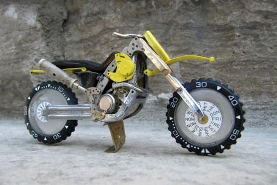 موتورسیکلت ساخته شده از قطعات ساعت