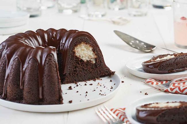 کیک سوپرایز شکلاتی