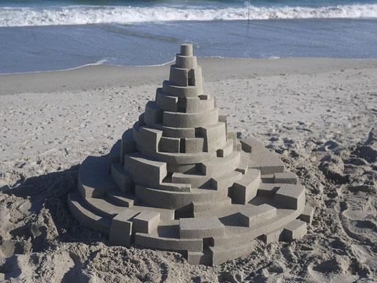 ساخت قلعه های شنی به سبک معماری بروتالیست