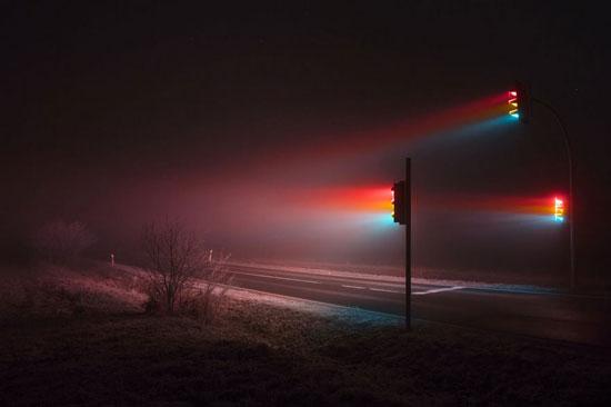 عکس های خلاقانه «چراغ راهنمائی» در مه