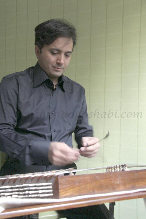 سنتور نوازی مجید اخشابی در آموزشگاه همراز