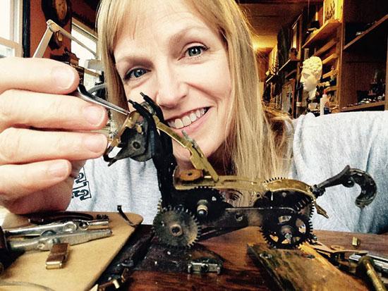ساخت مجسمههای فلزی جالب با چرخ دنده ساعتهای قدیمی