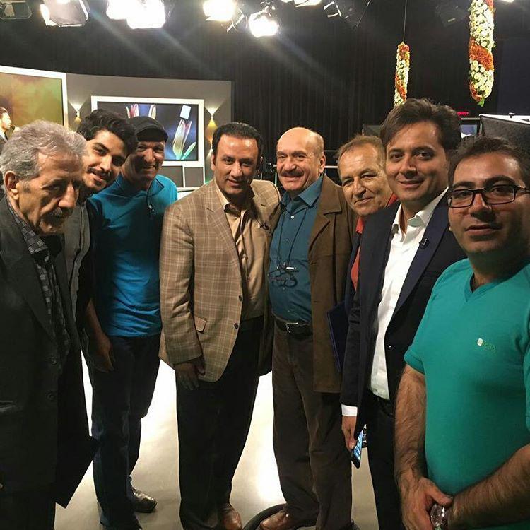 مجید اخشابی و دوستان در پشت صحنه برنامه آفتاب صبح امید