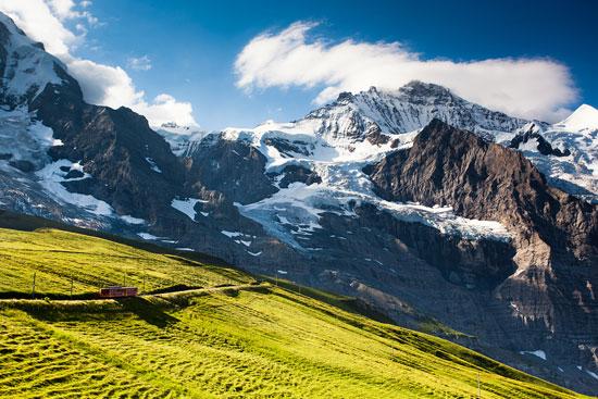 زیباترین ایستگاه قطار کوهستانی سوئیس