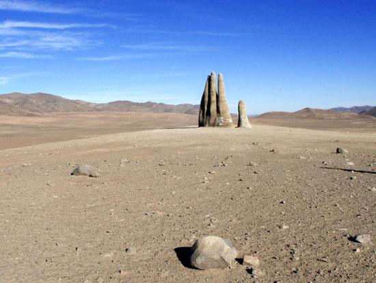 مجسمه دست بیابان شیلی