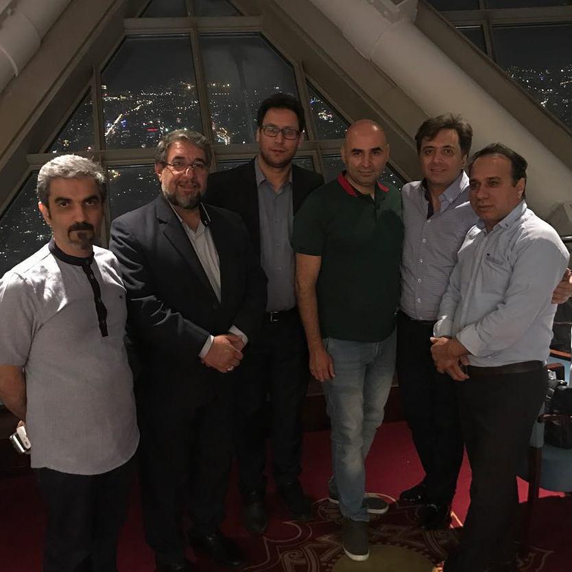مجید اخشابی و جمعی از دوستان