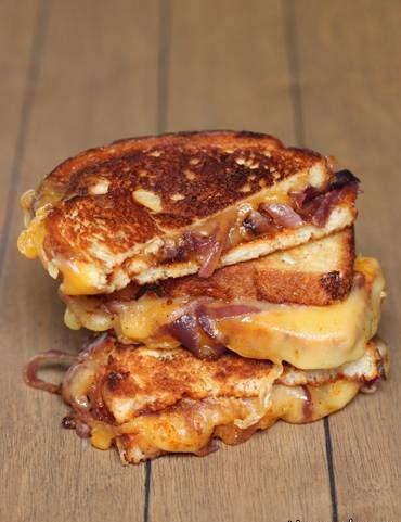 ساندویچ پنیر و پیاز کاراملی