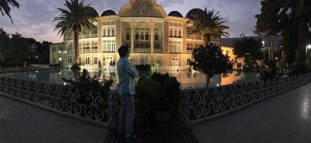 عکسهای مجید اخشابی در شیراز و تفال به حافظ