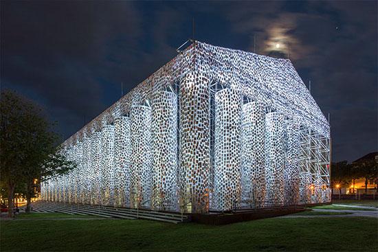 معبدی ساخته شده از ۱۰۰ هزار کتاب ممنوعه