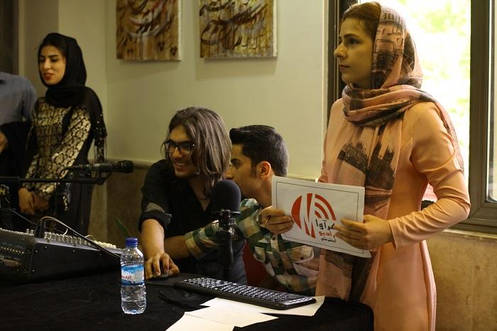 تیزر زیبای گفتگوی هنرمندان در باکس رادیو مهرآوا در حاشیه همایش بزرگ همراز