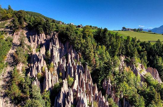 برجهای طبیعی که از خاک رُس درست شدهاند