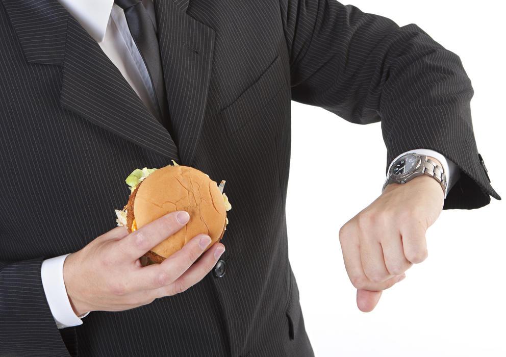 سریع غذا خوردن، قلب و مغز را بیمار  میکند!