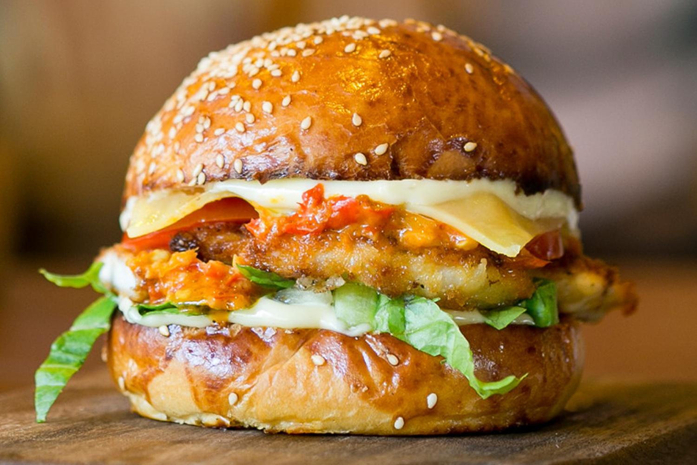 همبرگر مرغ به شیوه حرفهایترین سرآشپزهای دنیا!
