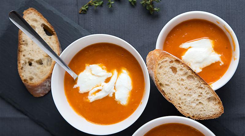 سوپ گوجه با پنیر موزارلا