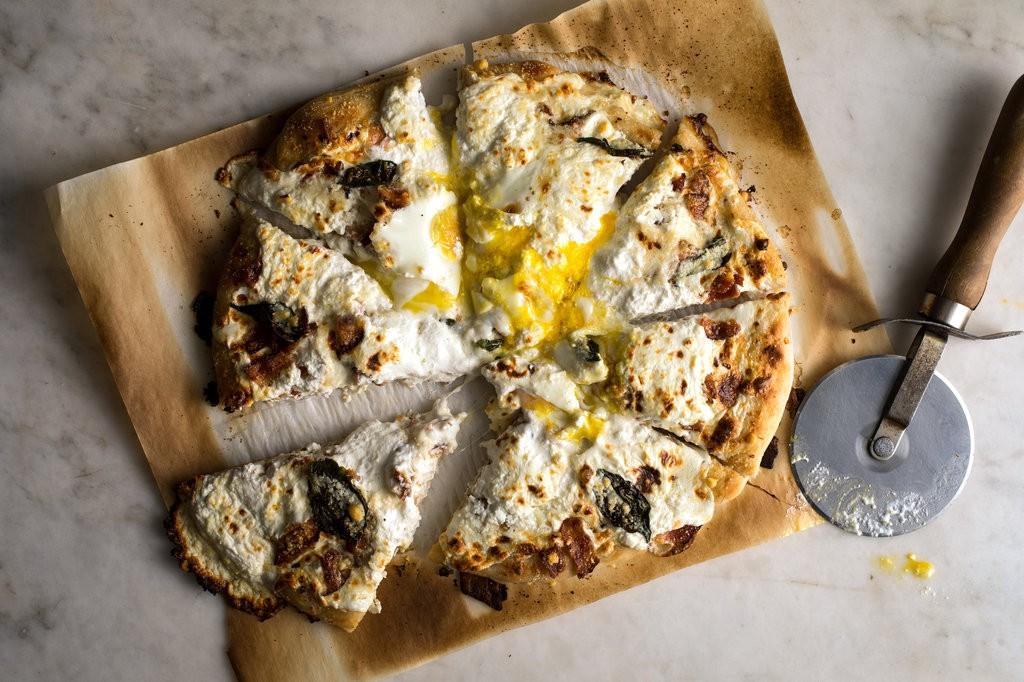 یک پیتزای فانتزی و خوشمزه، اینبار برای صبحانه!