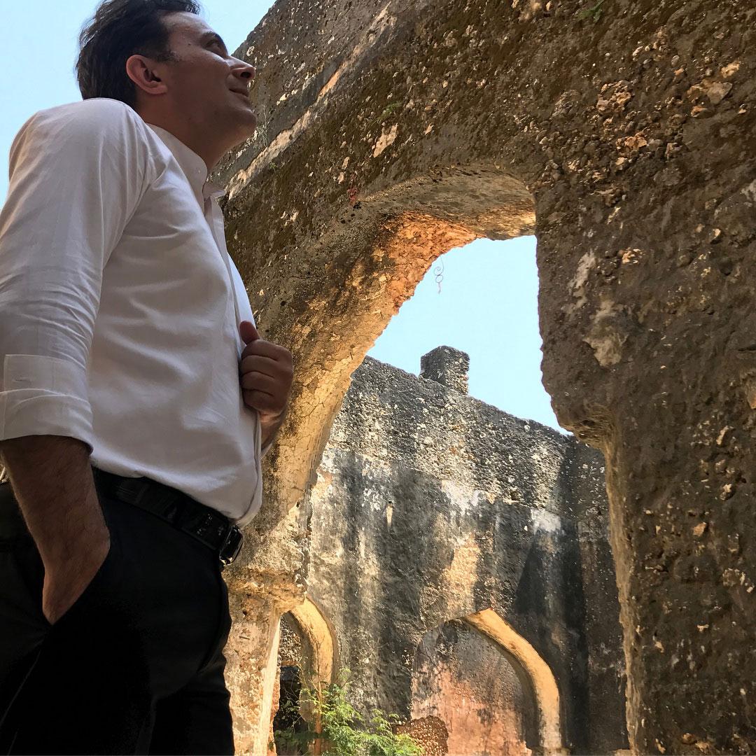 عکسهایی از دکتر مجید اخشابی در قلعه پرتقالیها-تانزانیا