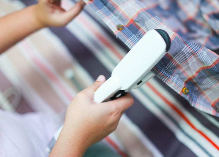 صاف کردن چروک لباس بدون استفاده از اتو