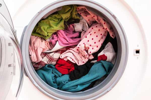 اشتباهات شستشوی لباسها با ماشين لباسشويي