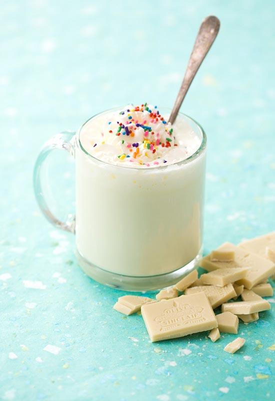 نوشیدنی داغ شکلات سفید