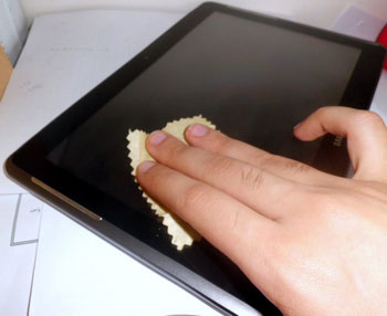 نحوه تمیز کردن صفحات لمسی