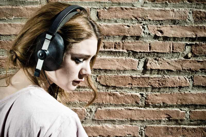 فایده جالب موسیقی غمگین برای شادشدن!!