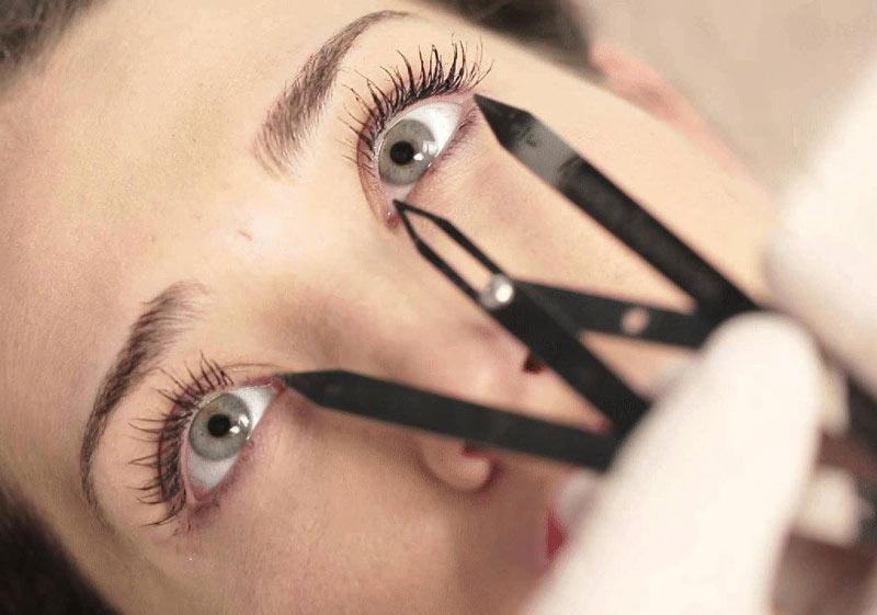 برطرف کردن عیب های چشم و ابرو با آرایش