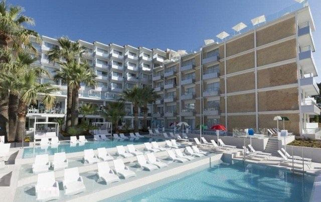 هتلی در اسپانیا بدون حضور مردان