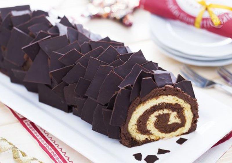 رولت گردویی با روکش شکلات