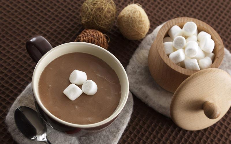 شکلات داغ غلیظ و خامه ای