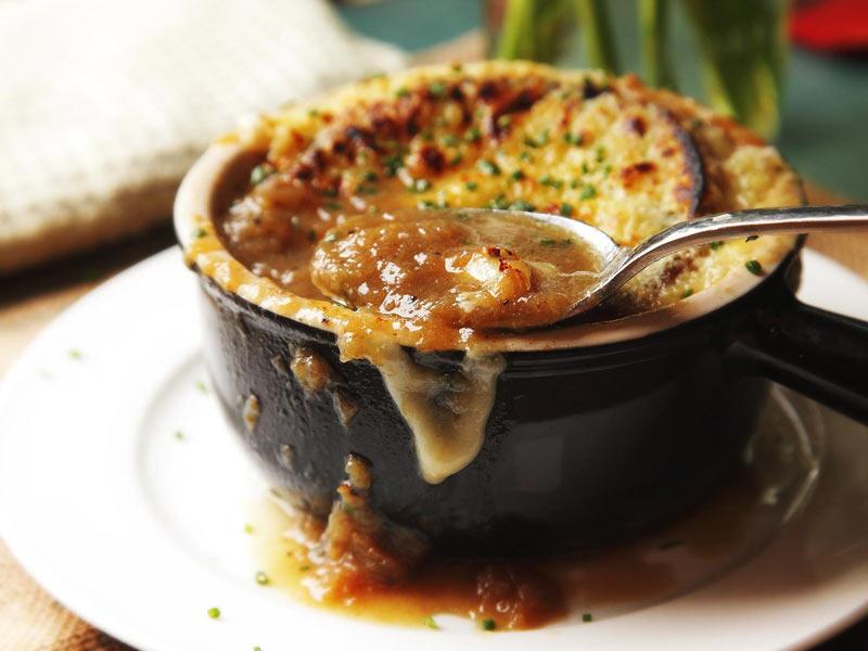 سوپ پیاز از معروفترین سوپ های فرانسه
