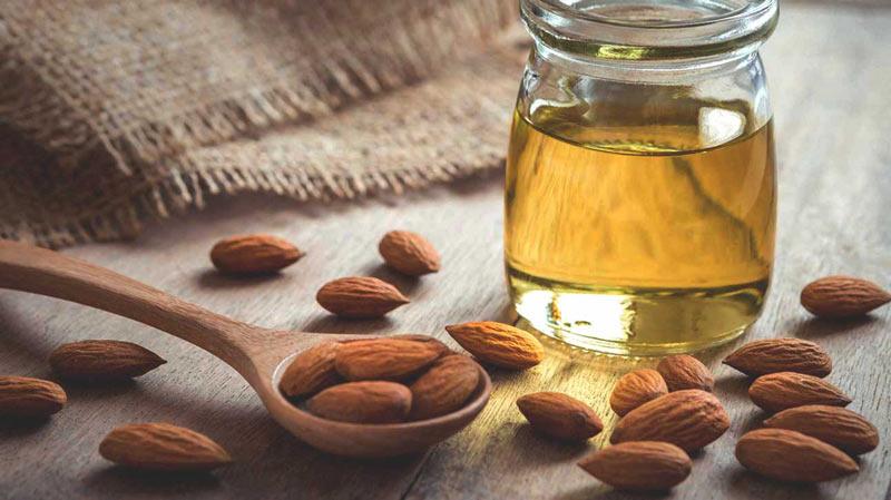 فواید استفاده روغن بادام شیرین برای پوست و مو