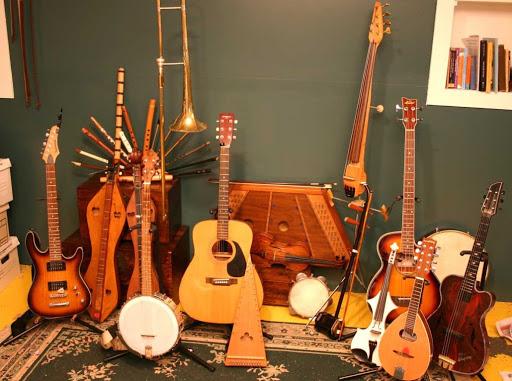 سازهای موسیقی به چند دسته تقسیم می شوند؟