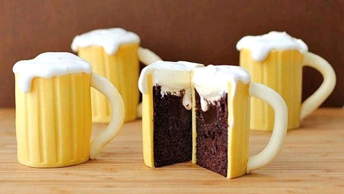 کیک شکلاتی به شکل لیوان