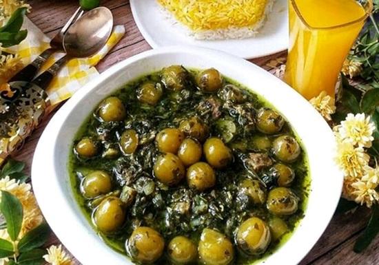 خورشت گوجه سبز