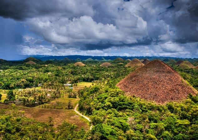 جاذبه های زیبای تپه های شکلاتی در فیلیپین