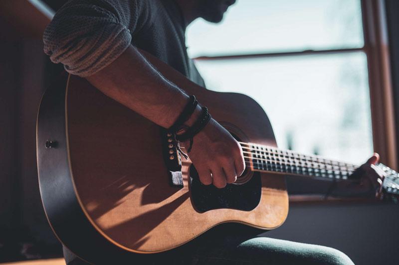 ۱۰ دلیل برتری گیتار نسبت به سایر سازها