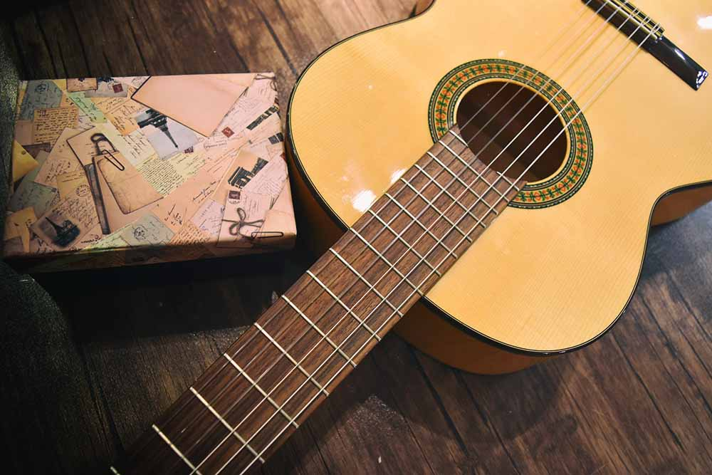 گیتار الحمرا یا الحمبرا ALHAMBRA