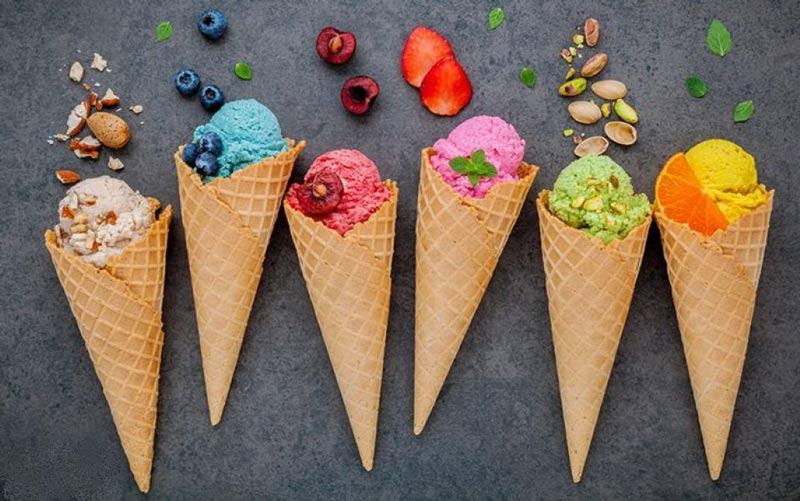 بستنی خوردنی تاریخی تابستانی