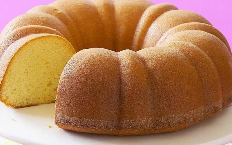 کیک وانیلی و پفی