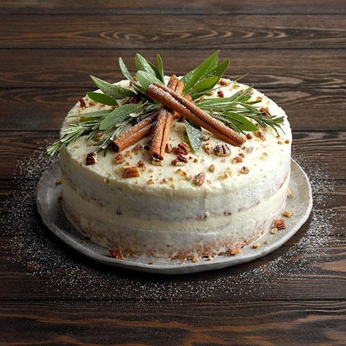 کیک ادویه ای معطر با گردو و کشمش