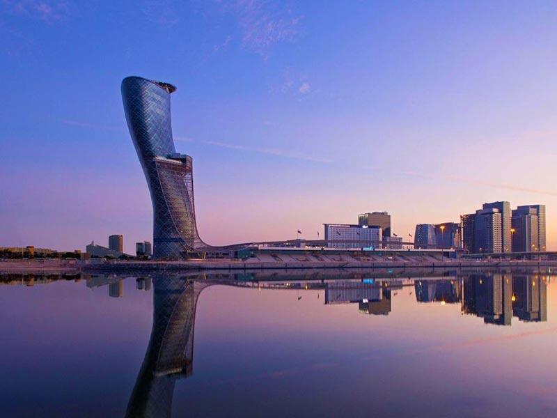 کپیتال گیت نماد ابوظبی و کج ترین برج جهان